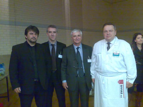 Ο κ. Χουστουλάκης με τόν Δντή Πωλήσεων κ. Δρεκόπουλο Φώτη τόν Διευθύνων Σύμβουλο τής SIVVAS AE κ. Σιββά Θωμά και τόν Βέλγο Sefboucher